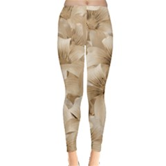 Elegant Floral Pattern in Light Beige Tones Leggings