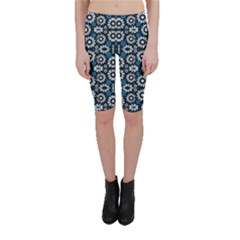 Floral Print Seamless Pattern In Cold Tones Cropped Leggings