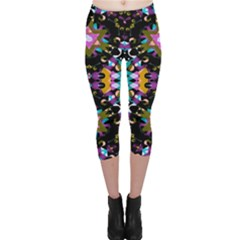 Digital Futuristic Geometric Pattern Capri Leggings