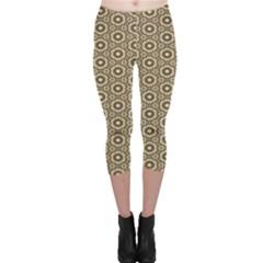 Cute Pretty Elegant Pattern Capri Leggings
