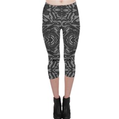 Trippy Black&white Abstract  Capri Leggings