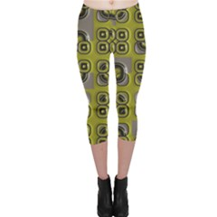 Plastic Shapes Pattern Capri Leggings