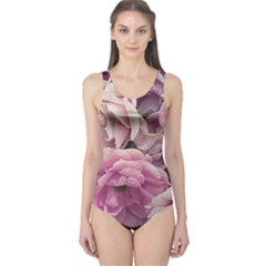 Great Garden Roses Pink Women s One Piece Swimsuits