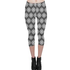 Abstract Knot Geometric Tile Pattern Capri Leggings