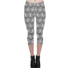 Gerbera Daisy Vector Tile Pattern Capri Leggings