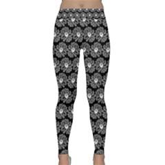 Black And White Gerbera Daisy Vector Tile Pattern Yoga Leggings