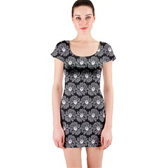 Black And White Gerbera Daisy Vector Tile Pattern Short Sleeve Bodycon Dresses