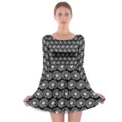 Black And White Gerbera Daisy Vector Tile Pattern Long Sleeve Skater Dress