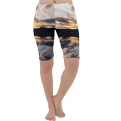 SUN REFLECTED ON LAKE Cropped Leggings