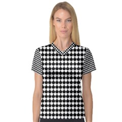 Black And White Scallop Repeat Pattern Women s V-Neck Sport Mesh Tee