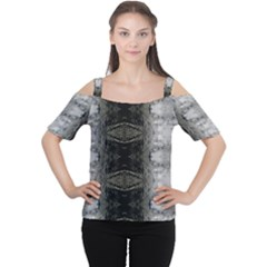 lit0110002009 Women s Cutout Shoulder Tee