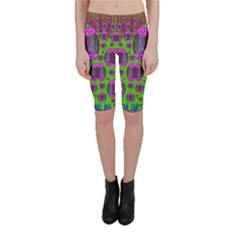 Ladies Looking At Beauty And Love Cropped Leggings