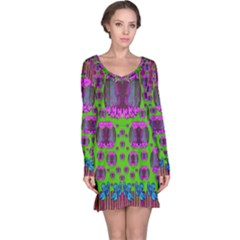 Ladies Looking At Beauty And Love Long Sleeve Nightdress