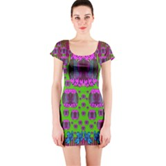 Ladies Looking At Beauty And Love Short Sleeve Bodycon Dress