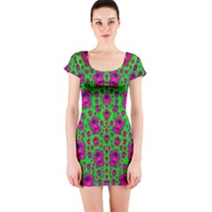 Fantasy Valentine In Floral Love And Peace Time Short Sleeve Bodycon Dress