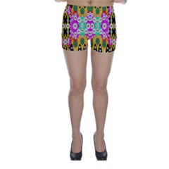 Flowers Above And Under The Peaceful Sky Skinny Shorts