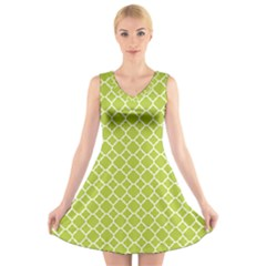 Spring Green Quatrefoil Pattern V Neck Sleeveless Dress