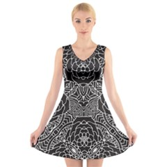 Mariager - Bold Flower Design - Black And White V-Neck Sleeveless Skater Dress