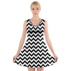 Black & White Zigzag Pattern V Neck Sleeveless Skater Dress