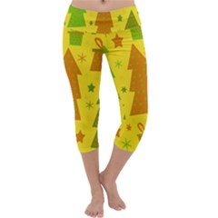 Christmas design - yellow Capri Yoga Leggings
