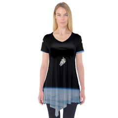 Astronaut Floating Above The Blue Planet Short Sleeve Tunic