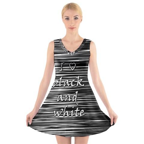 I love black and white V-Neck Sleeveless Skater Dress
