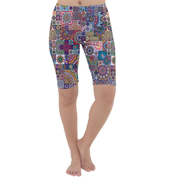 Ornamental Mosaic Background Cropped Leggings