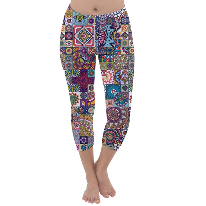 Ornamental Mosaic Background Capri Winter Leggings