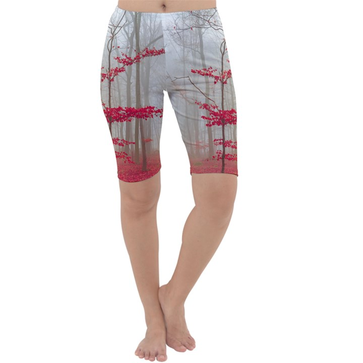 Magic forest in red and white Cropped Leggings