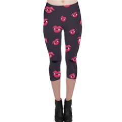 Pattern Of Vampire Mouths And Fangs Capri Leggings