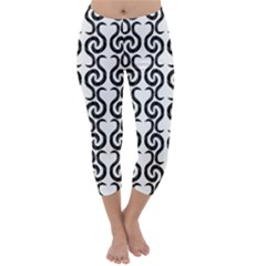 White and black elegant pattern Capri Winter Leggings