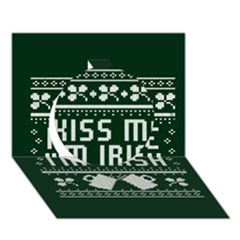 Kiss Me I m Irish Ugly Christmas Green Background Circle 3d Greeting Card (7x5)