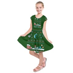 That Snow Moon Star Wars  Ugly Holiday Christmas Green Background Kids  Short Sleeve Dress