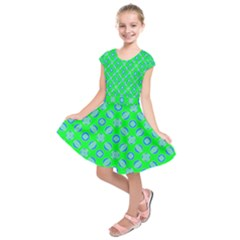 Mod Blue Circles On Bright Green Kids  Short Sleeve Dress