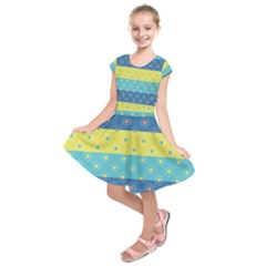 Hexagon And Stripes Pattern Kids  Short Sleeve Dress
