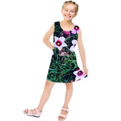 Pink Flowers Over A Green Grass Kids  Tunic Dress