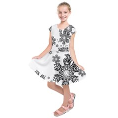 Black and white snowflakes Kids  Short Sleeve Dress