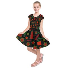Red and green Xmas pattern Kids  Short Sleeve Dress