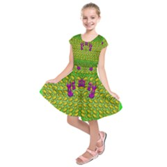 Flowers And Yoga In The Wind Kids  Short Sleeve Dress
