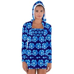 Turquoise Blue Flower Pattern On Dark Blue Women s Long Sleeve Hooded T-shirt