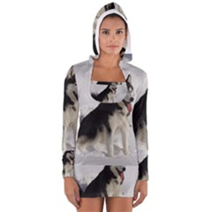 Siberian Husky Sitting in snow Women s Long Sleeve Hooded T-shirt