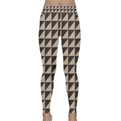 Brown Triangles Background Pattern  Classic Yoga Leggings