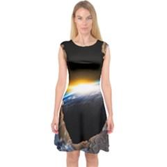Door Breakthrough Door Sunburst Capsleeve Midi Dress