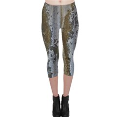 Grunge Rust Old Wall Metal Texture Capri Leggings