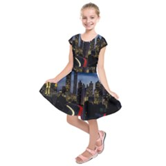 Building And Red And Yellow Light Road Time Lapse Kids  Short Sleeve Dress