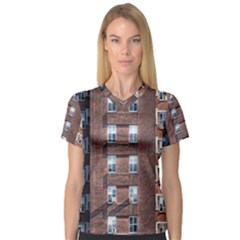 New York Building Windows Manhattan Women s V-Neck Sport Mesh Tee