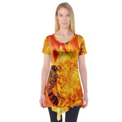 Honey Bee Takes Nectar Short Sleeve Tunic