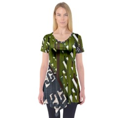 Shadow Reflections Casting From Japanese Garden Fence Short Sleeve Tunic