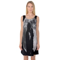Silhouette Of Lovers Sleeveless Satin Nightdress