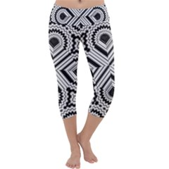 Pattern Tile Seamless Design Capri Yoga Leggings